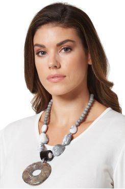 HORN RIMMED LONG NECKLACE    NECKLACES