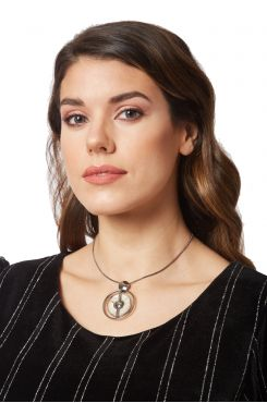 PENDANT NECKLACE IN SILVER COLOR WITH A BLACK STONE    NECKLACES